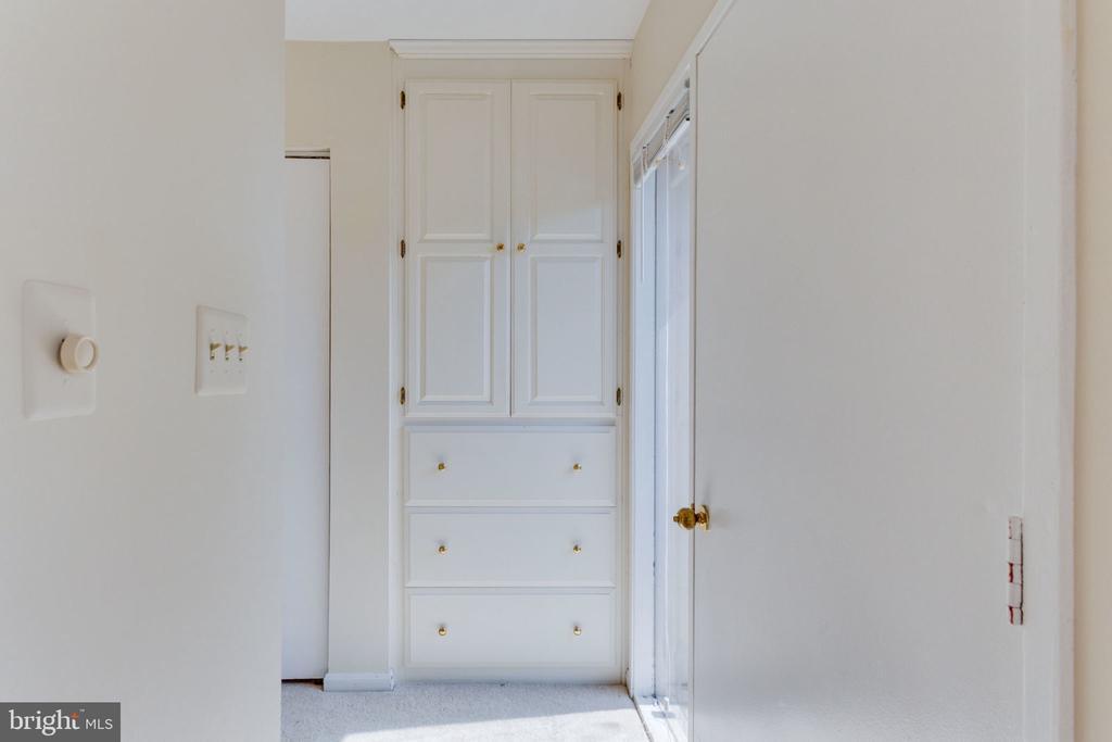 Spacious closet area w/custom built-ins! - 1726 CY CT, VIENNA