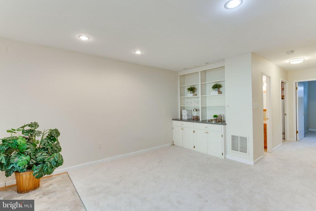 Recreation room with Custom built-ins - 1726 CY CT, VIENNA