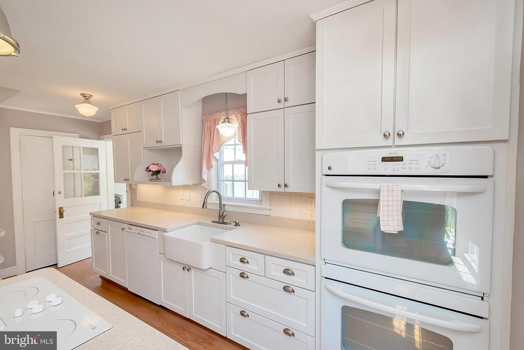 Double Ovens; Farmhouse Sink - 7088 LOUISIANNA RD, LOCUST GROVE