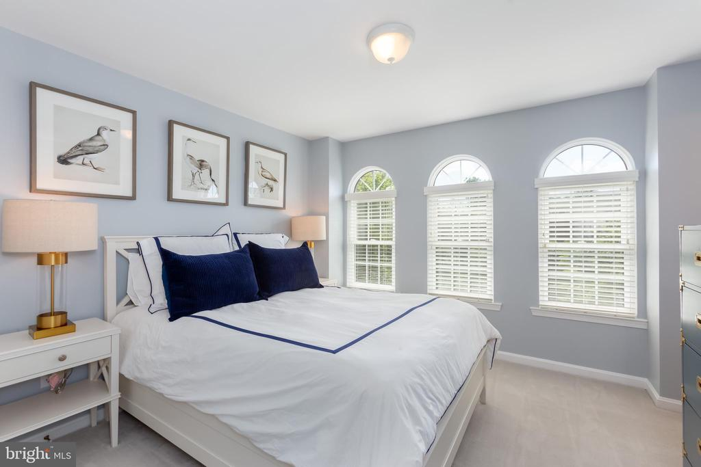 Spacious guest bedroom! - 12079 KINSLEY PL, RESTON