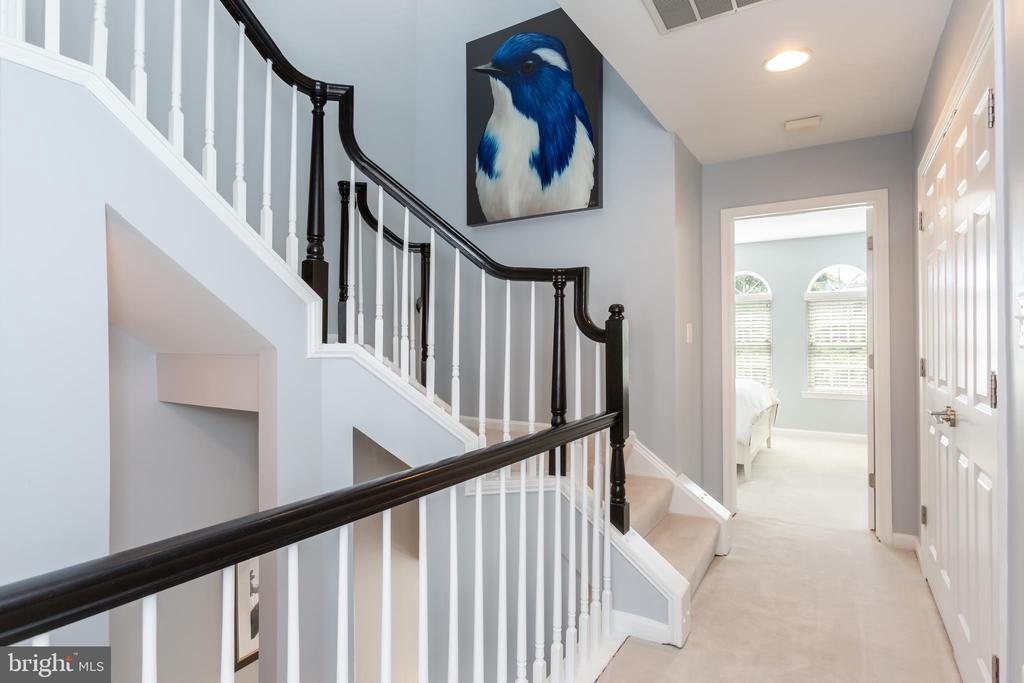 Upstairs hallway - 12079 KINSLEY PL, RESTON