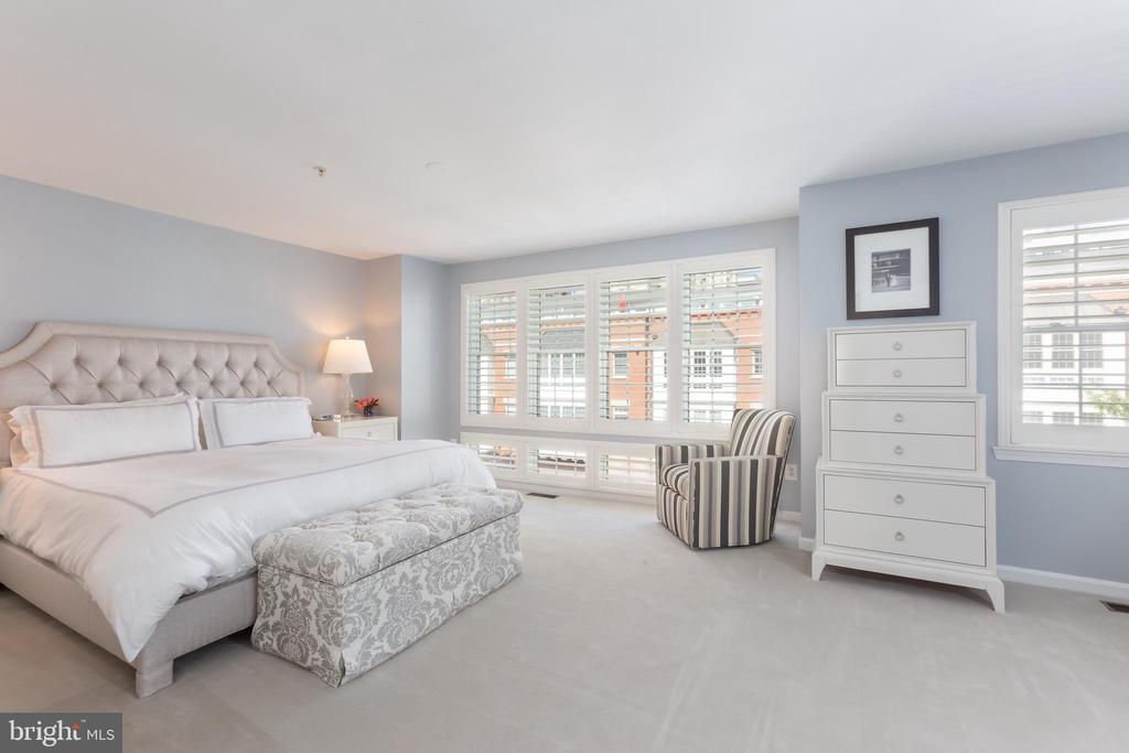 Huge master bedroom! - 12079 KINSLEY PL, RESTON