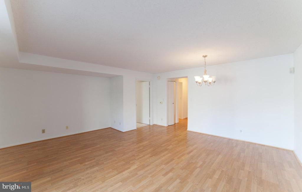 Dining & Living room.. lots of light - 2100 LEE HWY #146, ARLINGTON