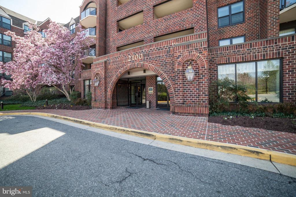 The Astoria Condominium - 2100 LEE HWY #146, ARLINGTON
