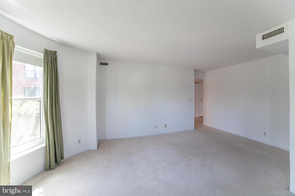 Huge Master Bedroom - 2100 LEE HWY #146, ARLINGTON