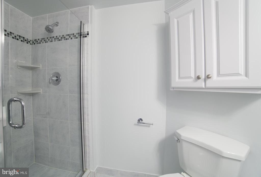 2nd Bathroom - 2100 LEE HWY #146, ARLINGTON