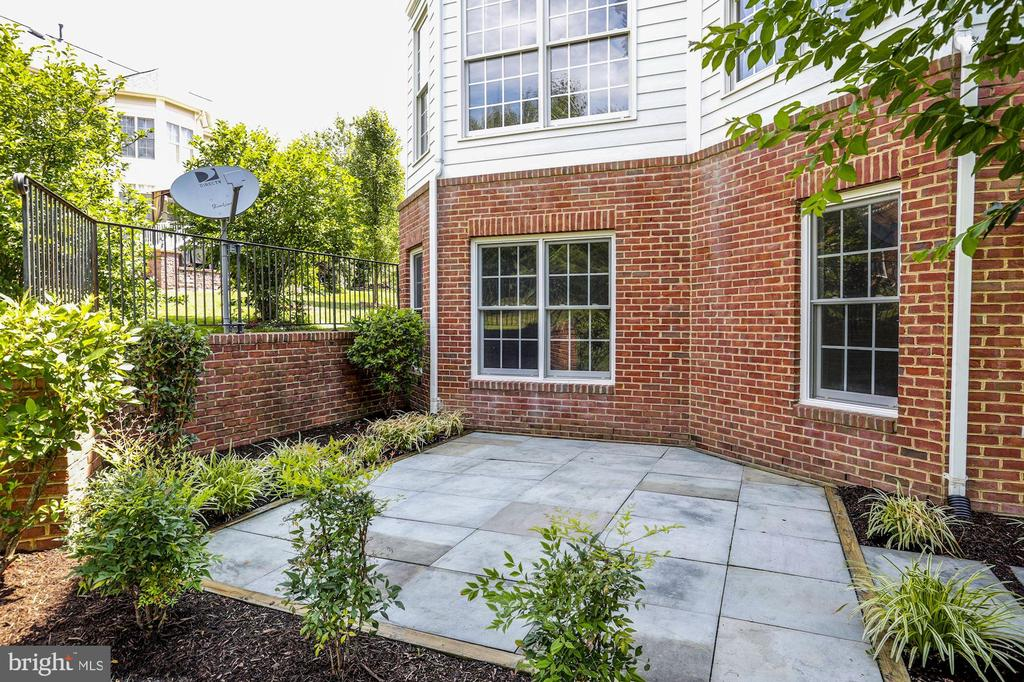 Lovely stone patio for easy grilling - 4793 CHARTER CT, WOODBRIDGE