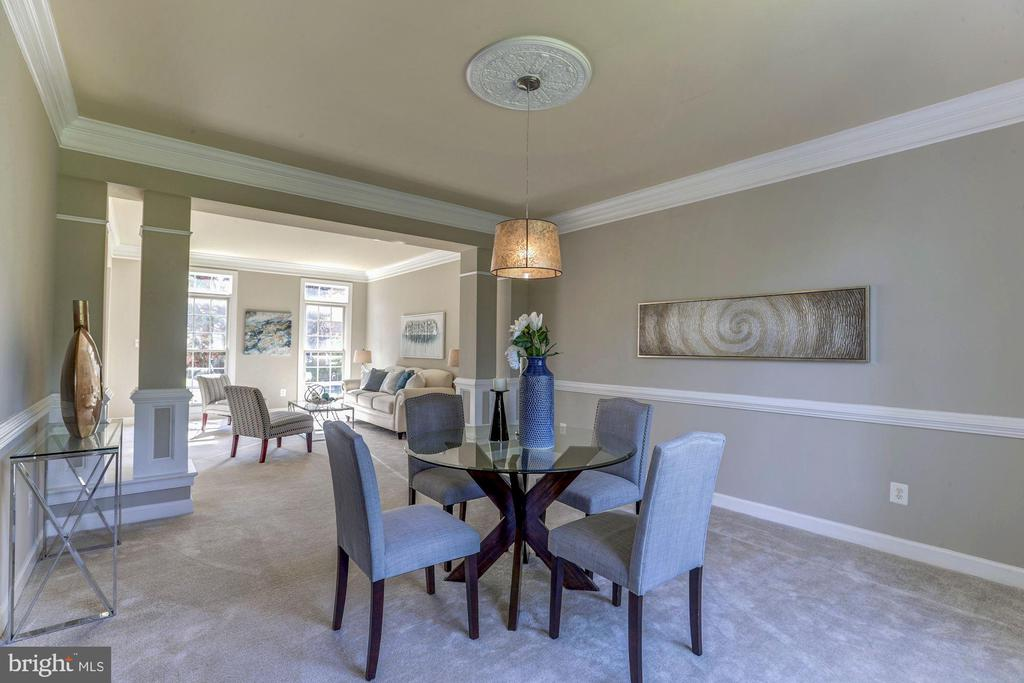 Dining room with crown molding,chairrail - 4793 CHARTER CT, WOODBRIDGE