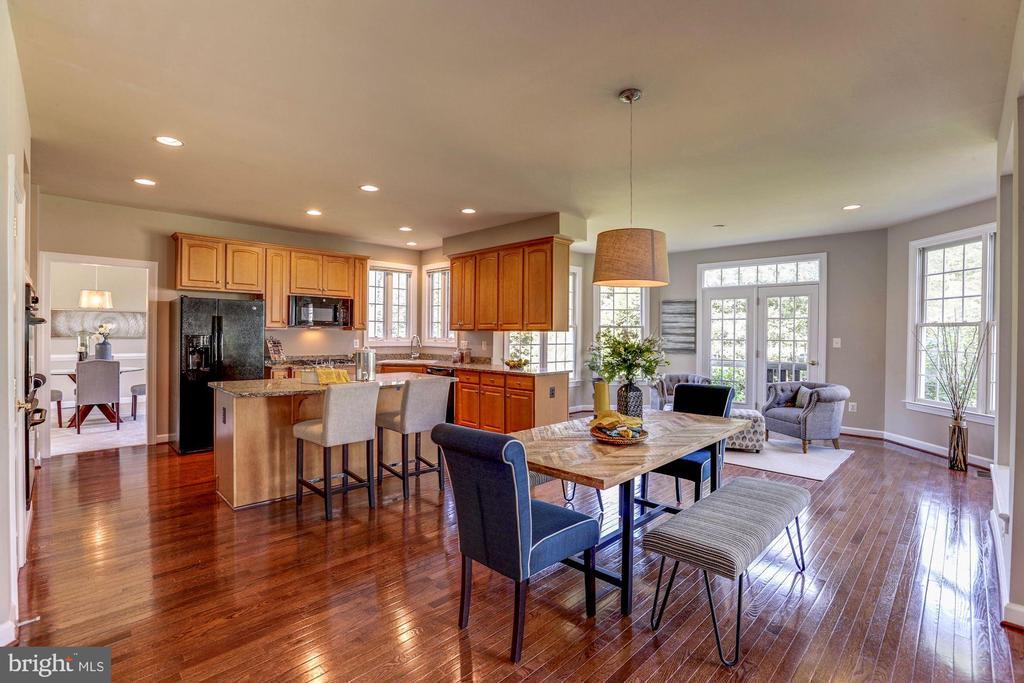 Kitchen center Island boasting hardwood throughout - 4793 CHARTER CT, WOODBRIDGE