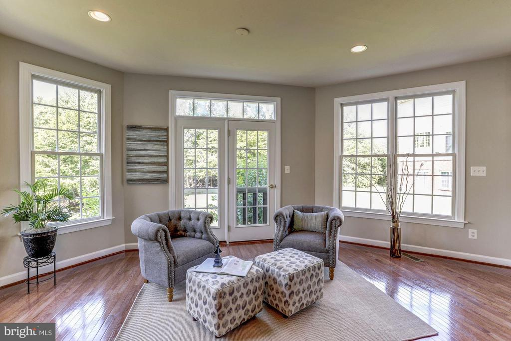 Morning room off the kitchen with French doors - 4793 CHARTER CT, WOODBRIDGE
