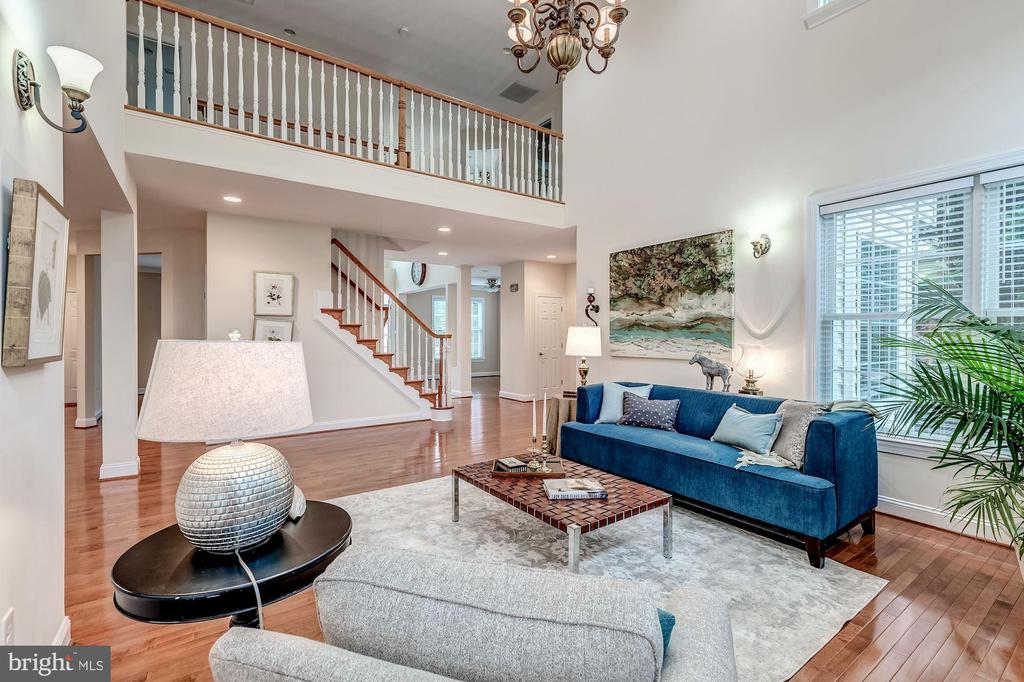 Dramatic balcony overlooking Great Room - 43345 NICKLAUS LN, CHANTILLY