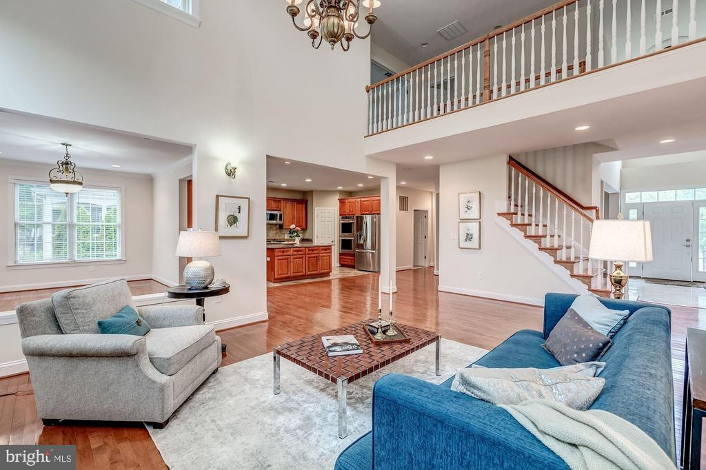 Gorgeous open concept flooplan! - 43345 NICKLAUS LN, CHANTILLY