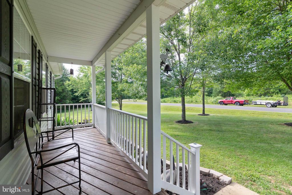 Beautiful front porch - 28418 LAUREL CANYON BLVD, RHOADESVILLE