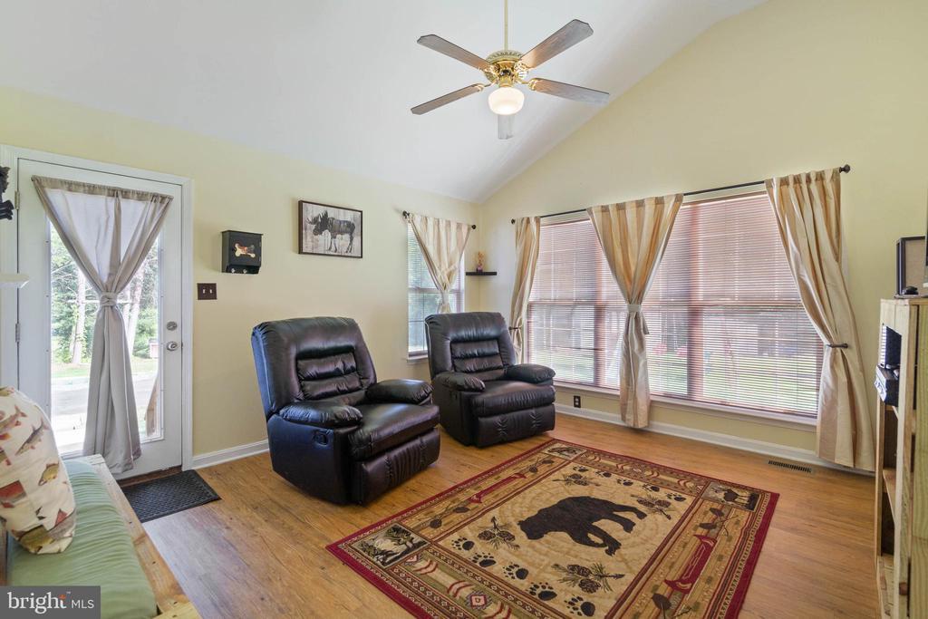 Family Room - 28418 LAUREL CANYON BLVD, RHOADESVILLE