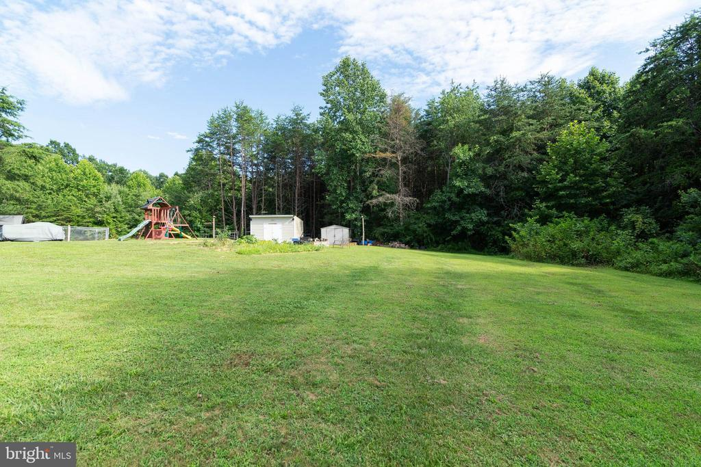 Tons of open space for endless possibilities - 28418 LAUREL CANYON BLVD, RHOADESVILLE