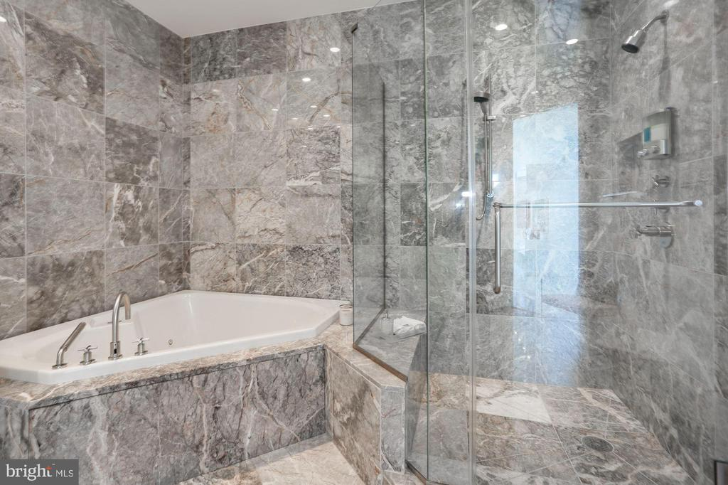 Master Spa Bath - 1881 N NASH ST #2009, ARLINGTON