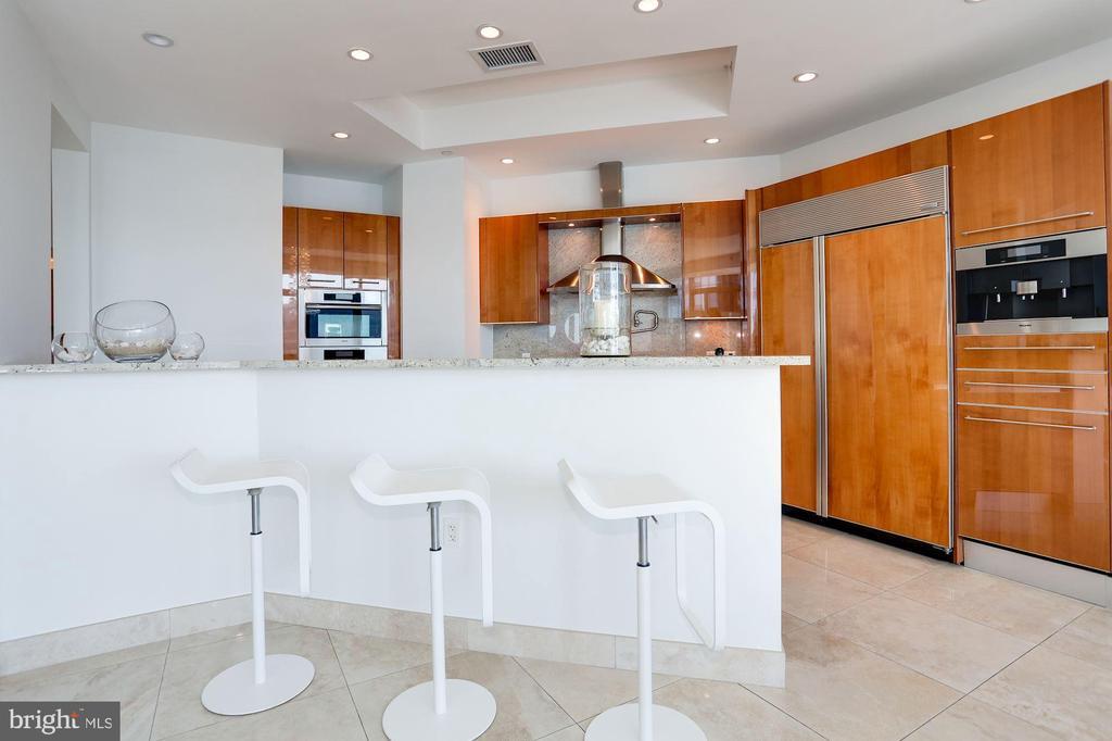 Kitchen - Bar - 1881 N NASH ST #2009, ARLINGTON