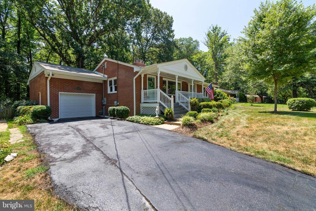 - 18319 CANDICE DR, TRIANGLE