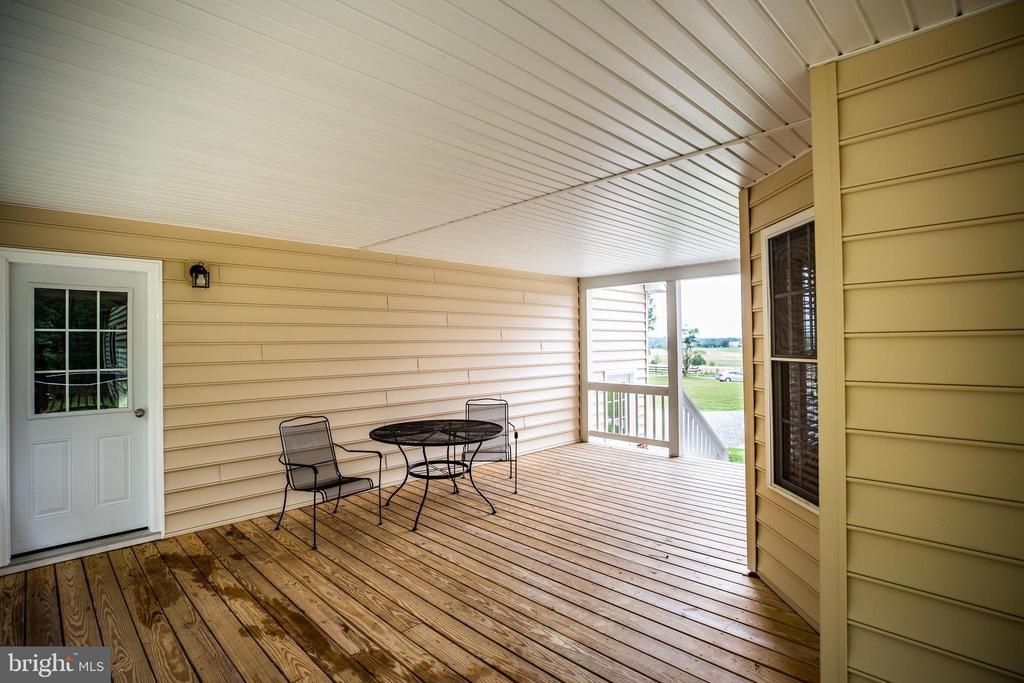 Deck with access to garage and loft - 12401 TOWER RD, UNIONVILLE