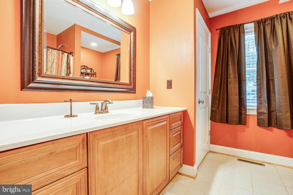 Main level full bath - 12401 TOWER RD, UNIONVILLE