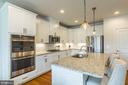 Gourmet kitchen, recessed lighting - 17462 SPRING CRESS DR, DUMFRIES