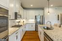 Double ovens, cooktop, pantry, granite,stainless - 17462 SPRING CRESS DR, DUMFRIES