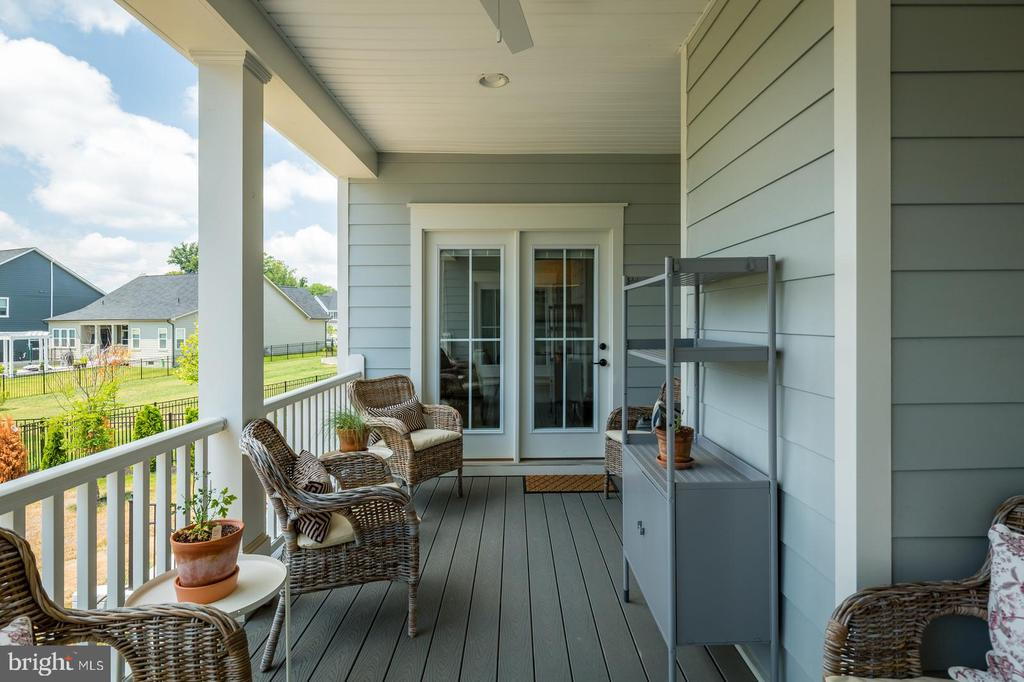 And a rear porch that floats between master  & kit - 17462 SPRING CRESS DR, DUMFRIES
