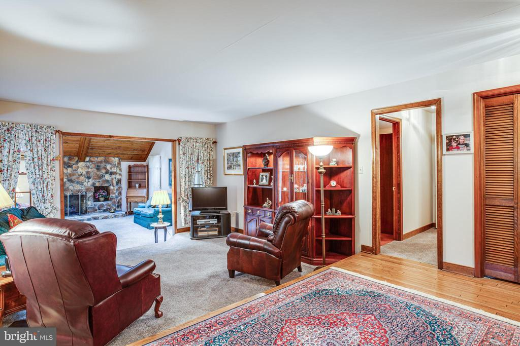 Plenty of room to entertain - 9708 COURTHOUSE RD, SPOTSYLVANIA