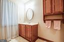 Main level bath - 9708 COURTHOUSE RD, SPOTSYLVANIA