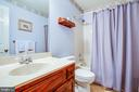 Upper level hall full bath - 9708 COURTHOUSE RD, SPOTSYLVANIA