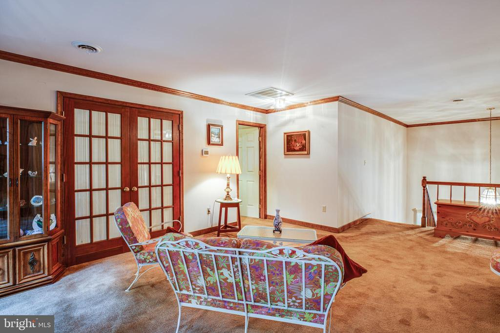 Nice sitting room on second level - 9708 COURTHOUSE RD, SPOTSYLVANIA
