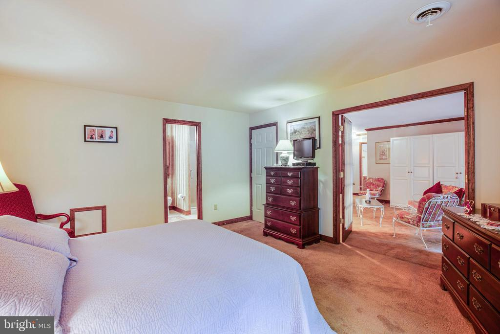 Large master bedroom - 9708 COURTHOUSE RD, SPOTSYLVANIA