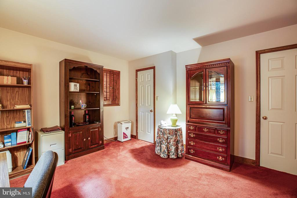 Main level bedroom - 9708 COURTHOUSE RD, SPOTSYLVANIA