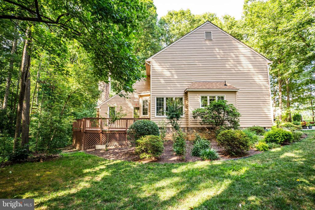 Wrap around deck and nice landscaping - 9708 COURTHOUSE RD, SPOTSYLVANIA