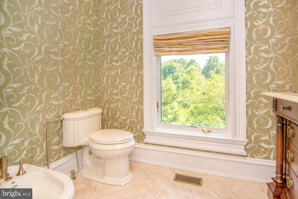 Powder room - 529 SPRINGVALE RD, GREAT FALLS
