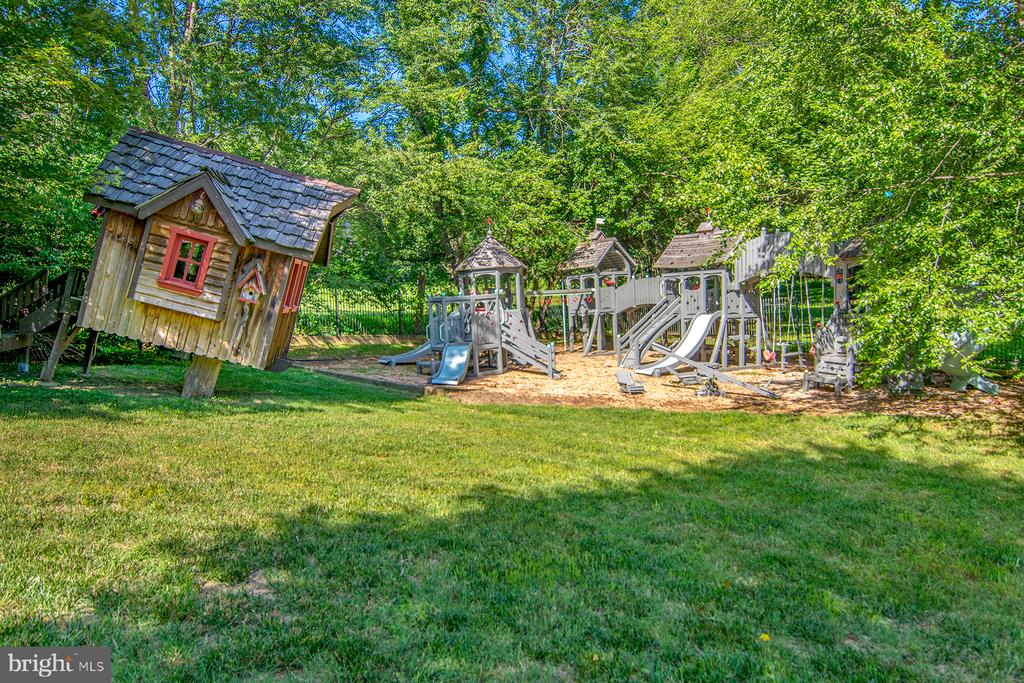 Large playground for lots of fun - 529 SPRINGVALE RD, GREAT FALLS