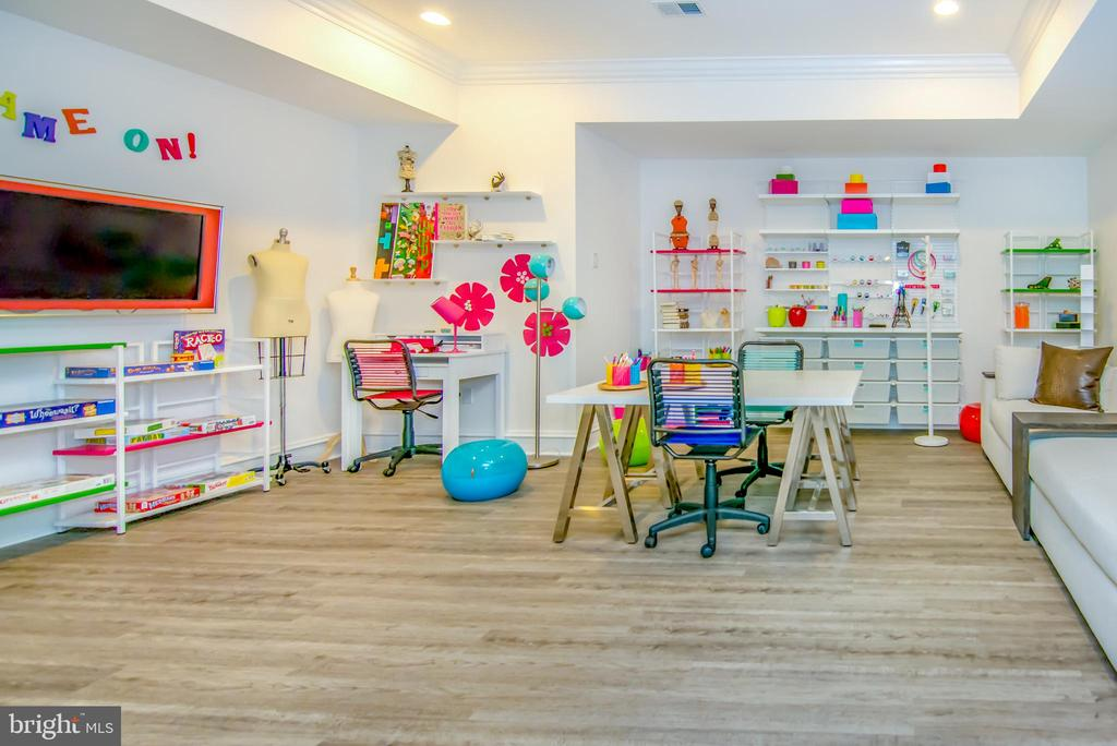 Basement Children's educational room - 529 SPRINGVALE RD, GREAT FALLS