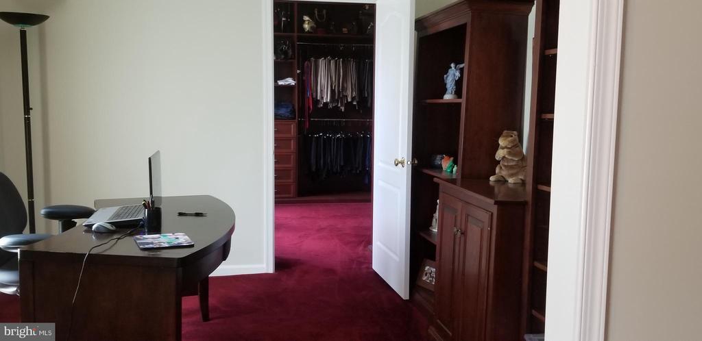 Room Desk area - 43572 WARDEN DR, STERLING