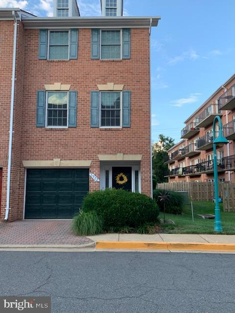 Easy 1/2 mile to East Falls Church  metro - 6922 LITTLE FALLS RD #6922, ARLINGTON