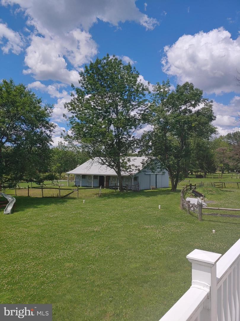 Single Family Homes للـ Sale في Kintnersville, Pennsylvania 18930 United States