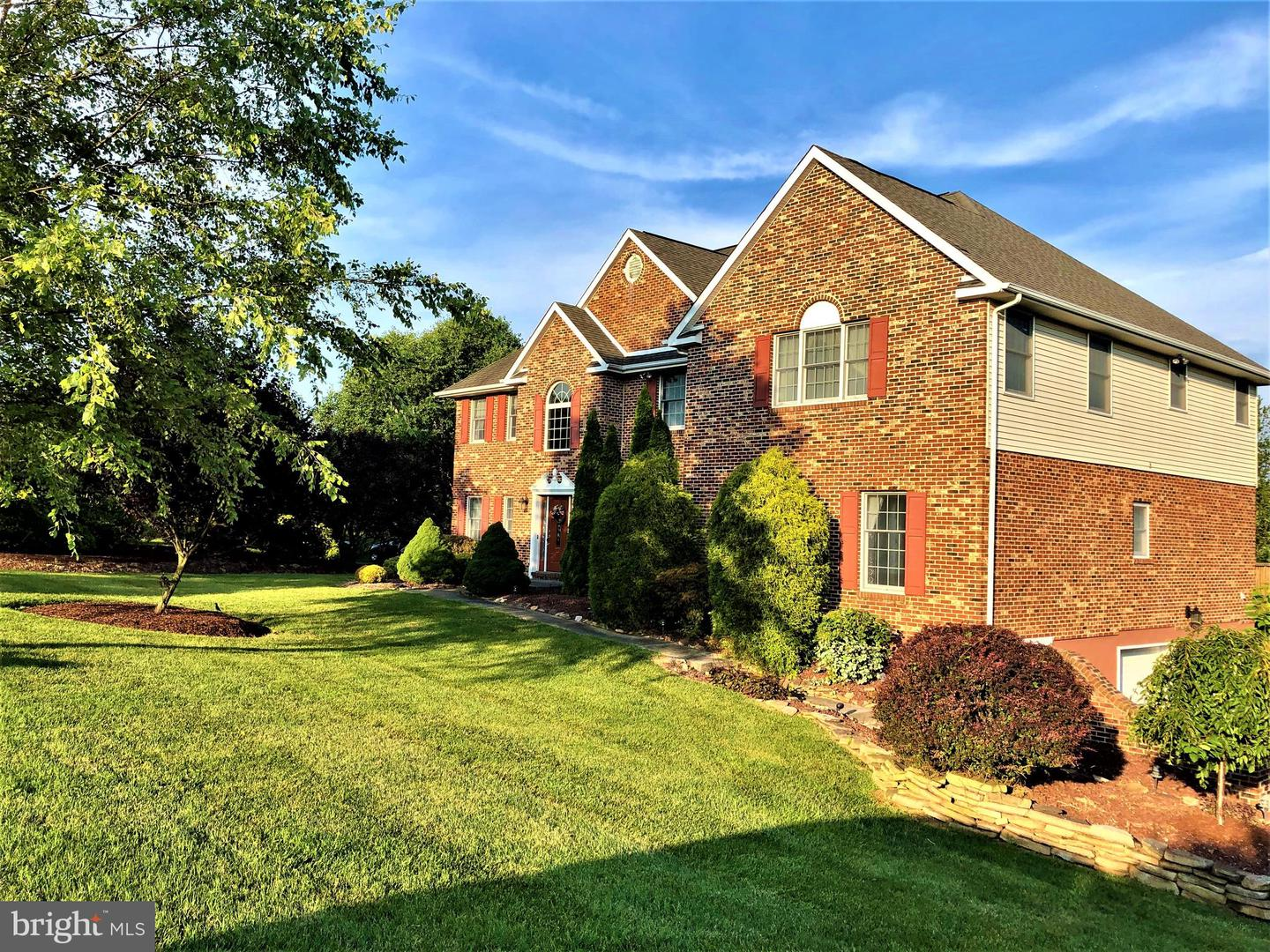 Photo of home for sale at 305 Detjen Drive, Hockessin DE