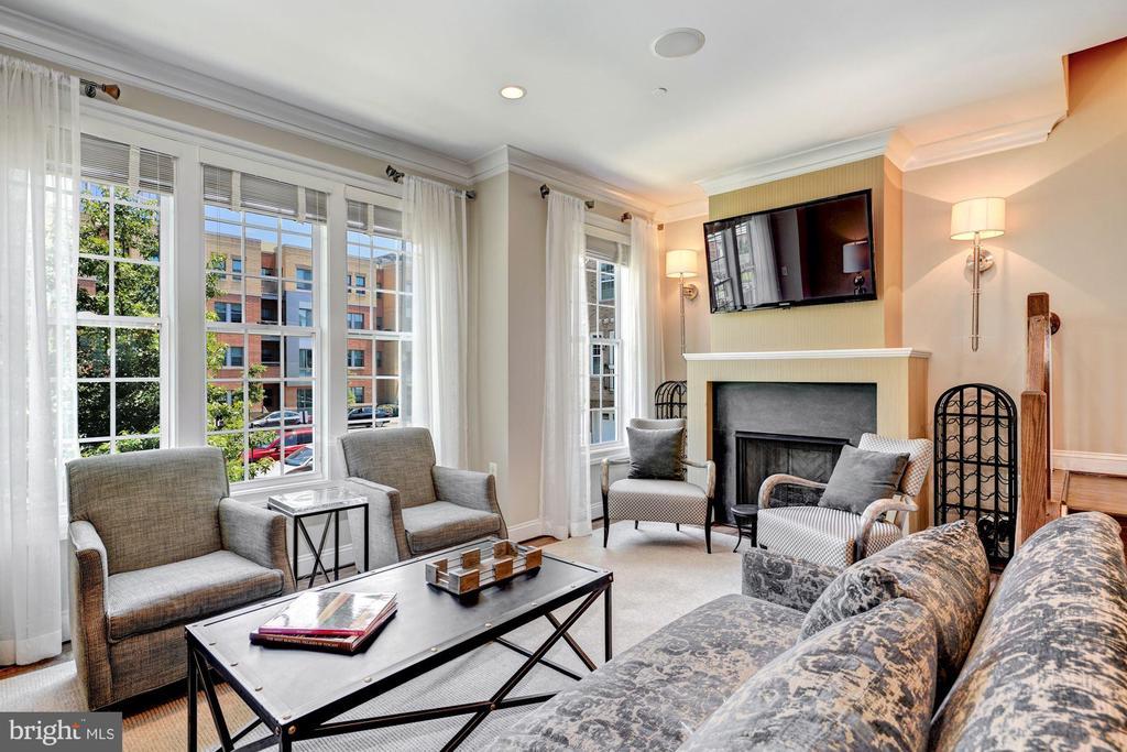 Living Room - 806 N WAKEFIELD ST, ARLINGTON