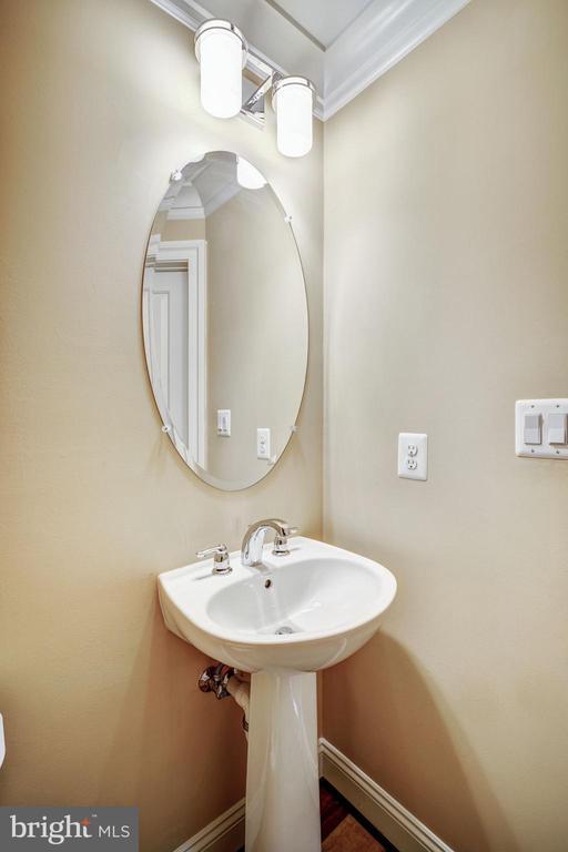 Powder Room - 806 N WAKEFIELD ST, ARLINGTON