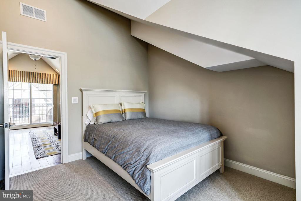 Third Bedroom - 806 N WAKEFIELD ST, ARLINGTON