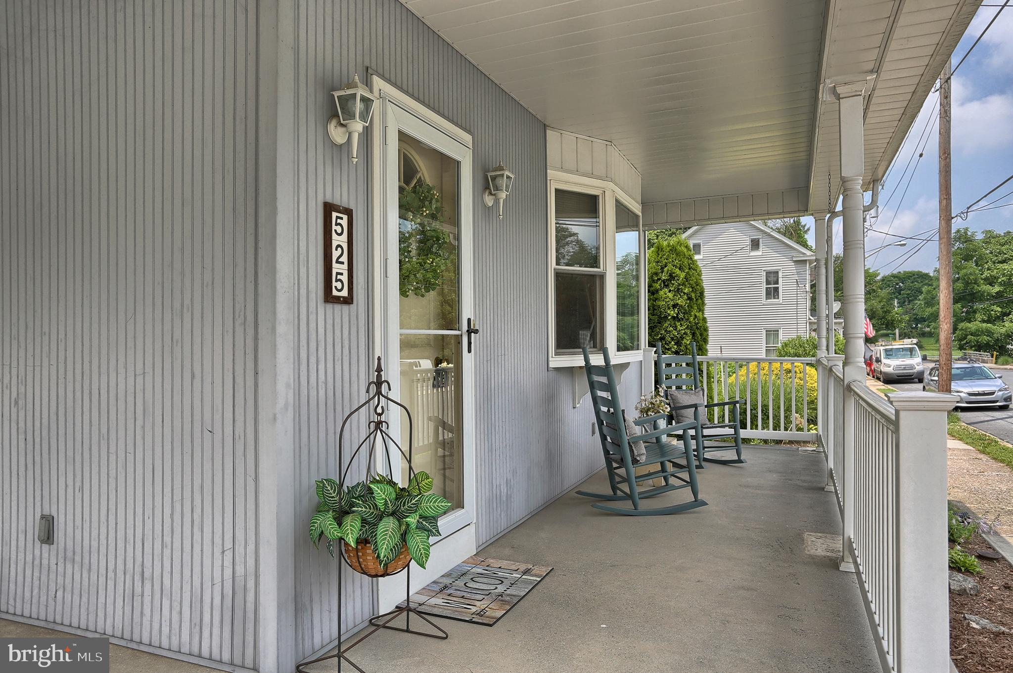 Covered Front Porch!
