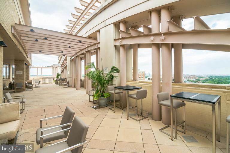 Luxury community terrace with pool! - 888 N QUINCY ST #811, ARLINGTON