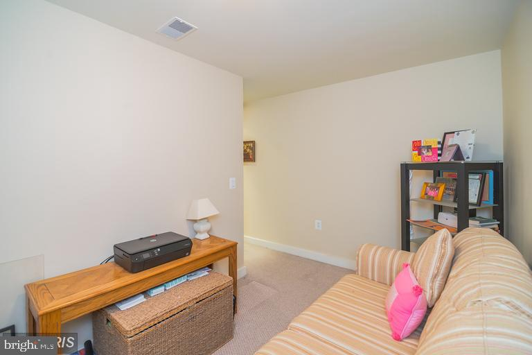 Large den. Work from home or use as guest space! - 888 N QUINCY ST #811, ARLINGTON