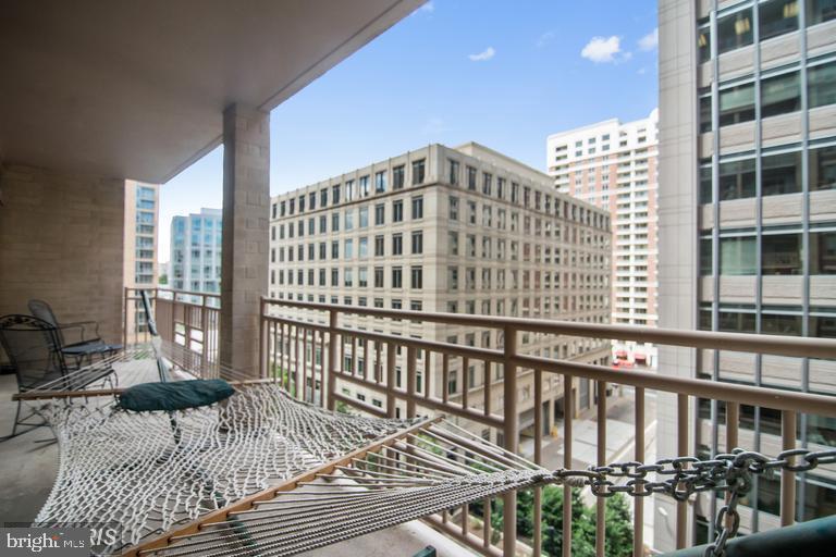 Enjoy an expansive private terrace - 888 N QUINCY ST #811, ARLINGTON