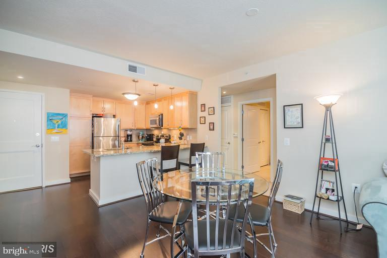 Open living at its finest - 888 N QUINCY ST #811, ARLINGTON