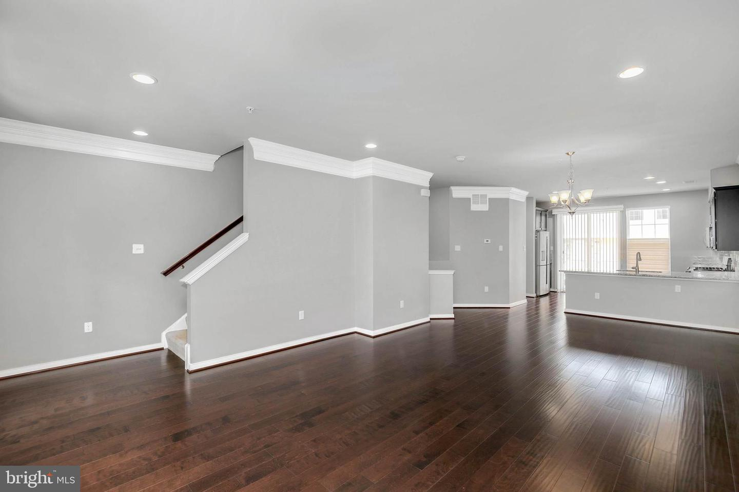 Additional photo for property listing at 127 Fairbanks Dr Gaithersburg, Maryland 20877 United States